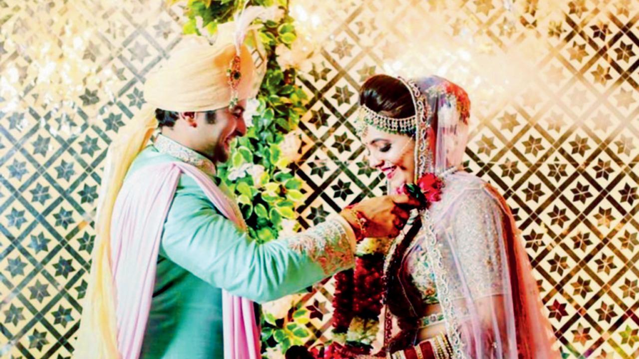 સુગંધા મિશ્રા અને સંકેત ભોસલેના લગ્નની ફાઈલ તસવીર