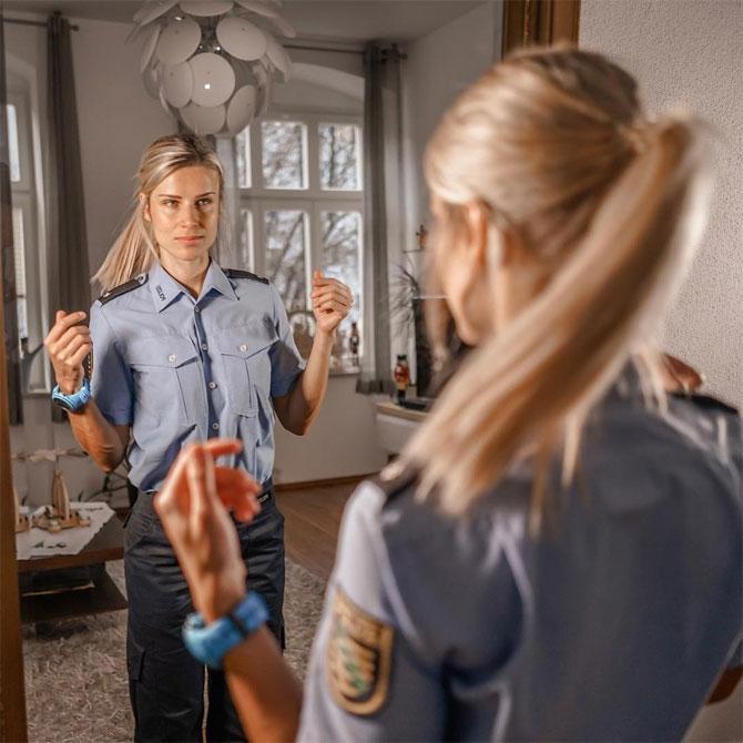 જાન્યુઆરી 2019થી એડ્રિન જર્મન પોલીસમાં ફૂલ ટાઈમ કામ કરી રહી છે.