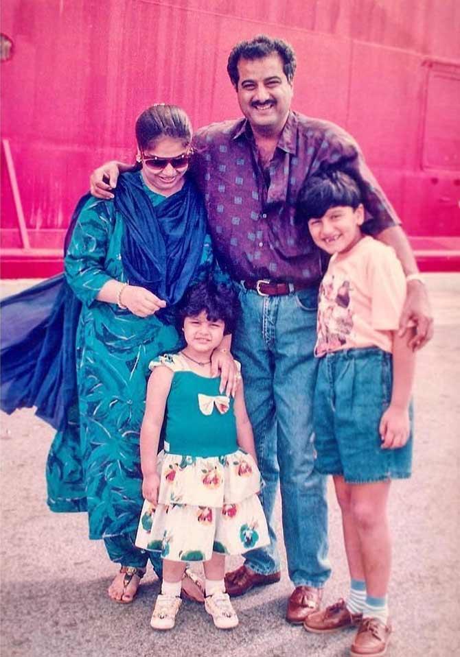 અર્જૂન કપૂરનો એક રૅર લવલી ફેમિલી ફોટો. જેમાં બોની કપૂર, અંશુલા અને મોના શૌરી પણ છે.