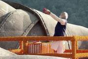 વડાપ્રધાન નરેન્દ્ર મોદીએ સરદાર પટેલને સ્ટેચ્યુ ઓફ યુનિટી ખાતે આપી પુષ્પાંજલિ