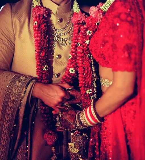 નિકે પણ કૅપ્શન આપી હતી કે, સૌથી શાનદાર, ઈન્સ્પાઈરિંગ અને સુંદર મહિલા સાથે લગ્નના બે વર્ષ પુરા થયા છે. હેપી અનિવર્સરી, આઈ લવ યું.