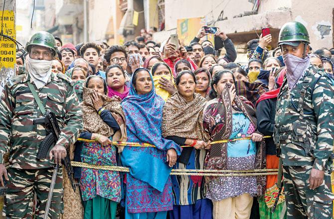 દિલ્હીમાં ઘરમાંથી એક જ પરિવારના પાંચ સભ્યોના મૃતદેહ મળી આવતાં હાહાકાર