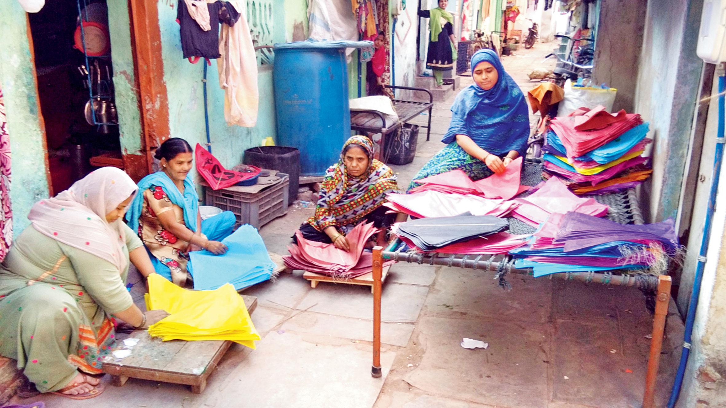 અમદાવાદમાં તાજેતરમાં યોજાયેલા આંતરરાષ્ટ્રીય પતંગોત્સવના ઉદ્ઘાટન પ્રસંગે ગુજરાતના મુખ્ય પ્રધાન વિજય રૂપાણીએ કહ્યું હતું, 'પ્રવાસનને પતંગ ઉદ્યોગ સાથે જોડીને આપણે ૨૦ કરોડનો પતંગઉદ્યોગ આજે ૬૦૦ કરોડથી વધુનો ઉદ્યોગ બનાવ્યો છે.'