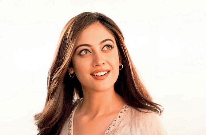 'યે જાદુ હૈ જીન કા'ના લીડ સ્ટાર વિક્રમ સિંહ ચૌહાણ અને અદિતી શર્મા છે.