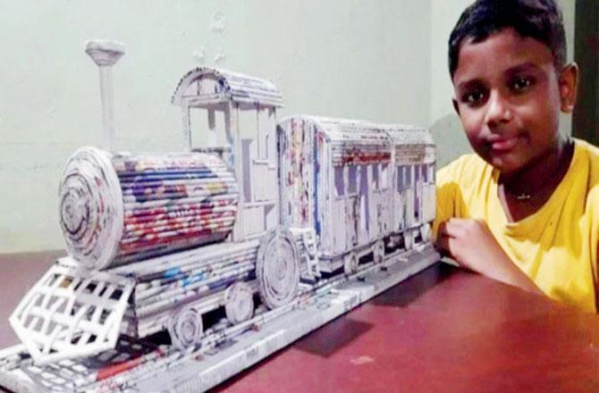 આ છોકરાએ બનાવી પસ્તી અને ગૂંદરથી ટ્રેન
