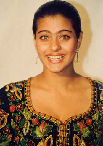 કાજોલે એક્ટિંગને આગળ વધારવા માટે પોતાનો અભ્યાસ છોડી દીધો હતો. અને વર્ષ 1993માં શાહરૂખ ખાન સાથે અભિનેત્રીના રોલમાં ફિલ્મ 'બાઝીગર'ને એક મોટો બ્રેક મળ્યો.