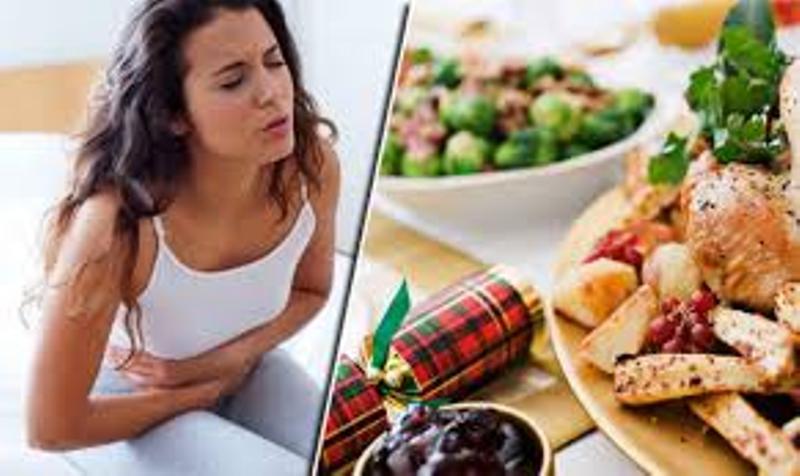 જો તમે નિયમિત રીતે ખોરાક સાથે જોડાયેલી કેટલીક એવી ભૂલો કરો છો તો તમારે સતર્ક રહેવાની જરૂર છે. આથી તમે ફૂડ પૉઇઝનિંગનો શિકાર બની શકો છો, તમારું પાચનતંત્ર નબળું પડી શકે છે અને આની સીધી અસર તમારી રોગ પ્રતિકારક શક્તિ પર પડી શકે છે. જો તમારી રોગ પ્રતિકારક શક્તિ નબળી હશે તો તમારે અનેક બીમારીઓનો સામનો કરવો પડી શકે છે.