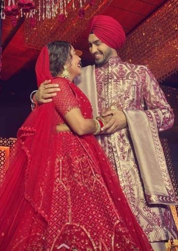 રણબીર કપૂર અને આલિયા ભટ્ટ સાથે જાહેરમાં પ્રથમવાર સોનમ કપૂરના લગ્નમાં જોવા મળ્યા હતા. બન્ને જણ અયાન મુખર્જીની ફિલ્મ 'બ્રહ્માસ્ત્ર'માં સાથે કામ કરતા ક્લોઝ થયા હતા.