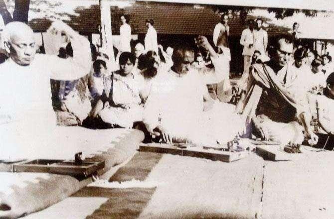 વર્ષ 1950ના ઉનાળાથી જ સરદાર વલ્લભભાઈ પટેલની તબિયત અસ્વસ્થ રહેતી હતી, 15 ડિસેમ્બર, 1950ના રોજ હાર્ટ અટેકને લીધે તેમનું નિધન થયુ હતું. તે વખતના વડા પ્રધાન જવાહરલાલ નહેરૂએ એક અઠવાડિયાનો રાષ્ટ્રીય શોક જાહેર કર્યો હતો.