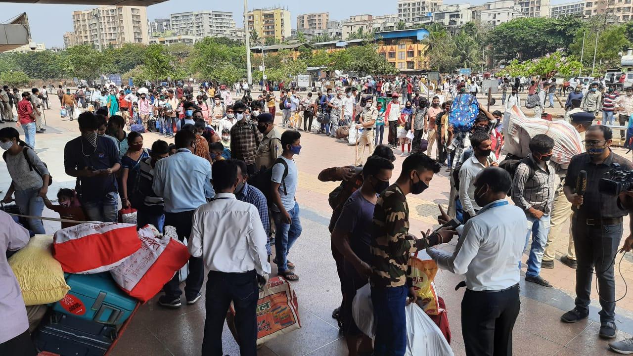 રાજેશ ટોપેએ આગળ જણાવ્યું કે લૉકડાઉનમાં ગરીબોને કોઇપણ પ્રકારની મુશ્કેલી ન થાય તેમાટે સરકાર તૈયારીઓ કરી રહી છે. (તસવીર સૌજન્ય મિડ-ડે)