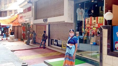 ઘાટકોપર સ્ટેશન પાસે પોલીસ આવ્યા બાદ બંધ કરવામાં આવી દુકાનો