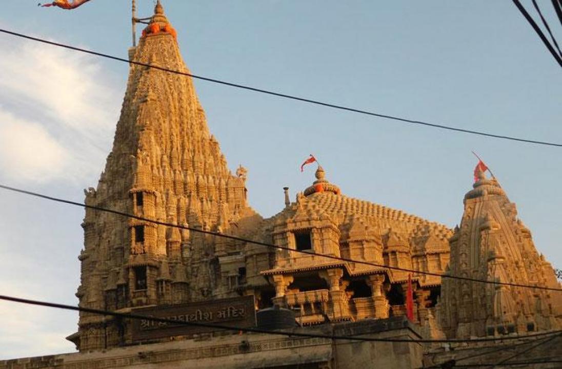 ગુજરાતમાં આવેલુ દ્વારકાધીશ મંદિર
