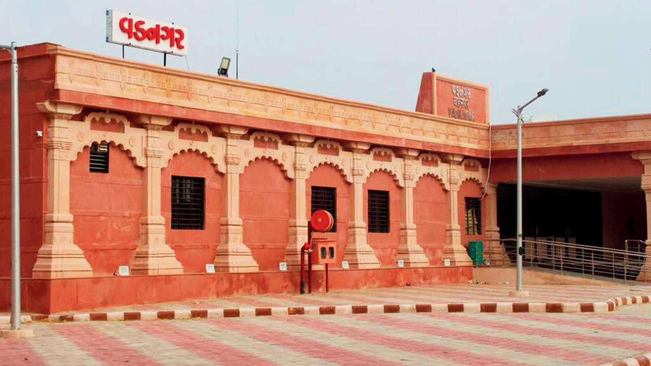 જોઈ લો, મોદીના ગામનું નવુંનક્કોર રેલવે સ્ટેશન