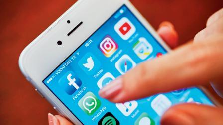 ઝર્સ માટે તેના ડેટા ખૂબ જ ઇમ્પોર્ટન્ટ છે અને આથી જ આઇફોનમાંથી ઍન્ડ્રૉઇડમાં ડેટા ટ્રાન્સફર કરવા હોય તો યુઝર્સ માટે ખૂબ જ મુશ્કેલ હતું