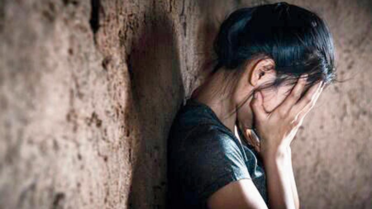 વસઈમાં સ્ટેશન-માસ્ટરની કૅબિનની બાજુની રૂમમાં ૨૩ વર્ષની યુવતી સાથે થયું કુકર્મ