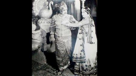 મહાન ઍક્ટર અશરફ ખાન 'પૃથ્વીરાજ ચૌહાણ' નાટકમાં પૃથ્વીરાજના ગેટઅપમાં