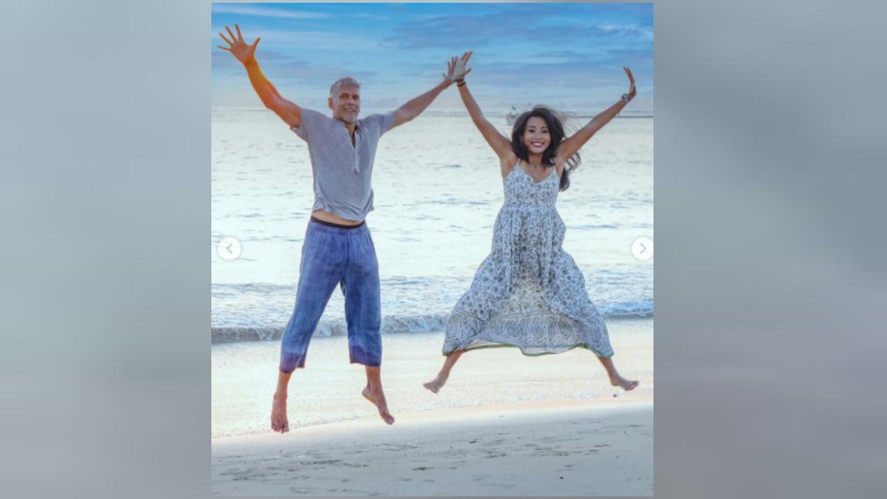 વર્લ્ડ ટુરિઝમ ડે પર શિવરાજ પુર બીચનો આનંદ લેતા મિલિંદ સોમણ અને અંકિતા કોંવર