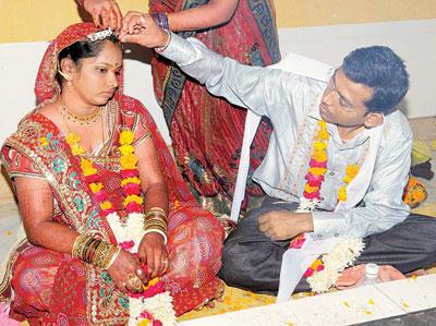કચ્છમાં વારસામાં HIV વાઇરસ મેળવનાર યુવક-યુવતીએ કર્યા લગ્ન